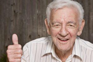 ¿Cómo debe ser la alimentación de un adulto mayor?