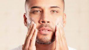 ¿Por qué lo hombres también deben usar cremas para la piel?