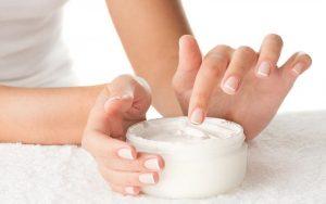 Cuatro errores que cometes al aplicarte cremas hidratantes