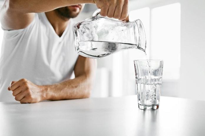 Beber agua: los 8 mitos más comunes